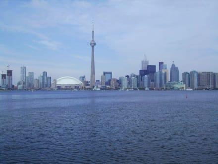 Grandioser Blick auf Toronto vom Wasser aus - Toronto Skyline