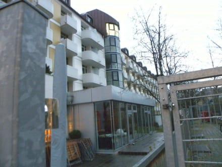 Hotelrückseite - Leonardo Hotel & Residenz München