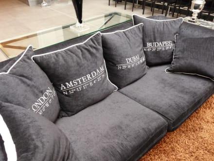 gem tliche sofas im eingangsbereich bild alta moda fashion hotel in budapest gro raum. Black Bedroom Furniture Sets. Home Design Ideas