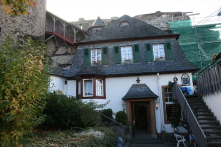 Eingang zur Gaststätte vom Burghof aus - Burg Landshut