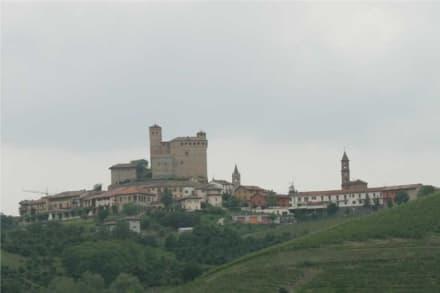 Skyline von Serralunga d'Alba - Burg in Serralunga d'Alba
