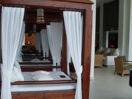 Balinesische betten bild hotel melia gorriones in costa for Balinesische betten