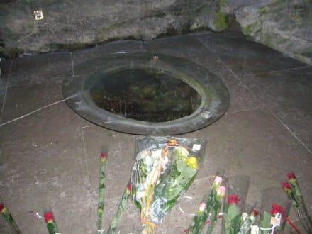 Brunnen in der Mariemgrotte - Der Heilige Bezirk