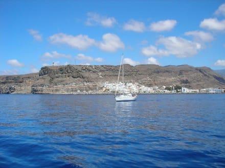 Schiffahrt vorbei an Puerto de Mogan - Ausflüge Schifffahrt Bussard Tazacorte