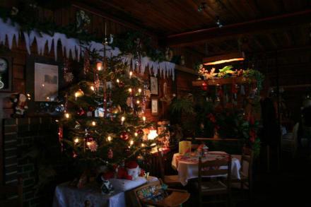 Weihnachtliche dekoration in der gaststube bild baude in for Weihnachtliche dekoration
