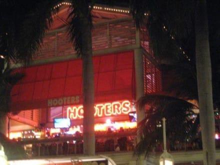Hooters Miami - Hooters