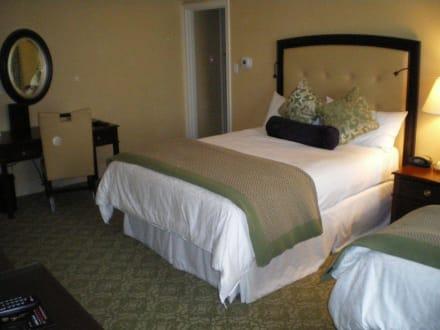 king size bett bild hotel omni shoreham in washington d. Black Bedroom Furniture Sets. Home Design Ideas