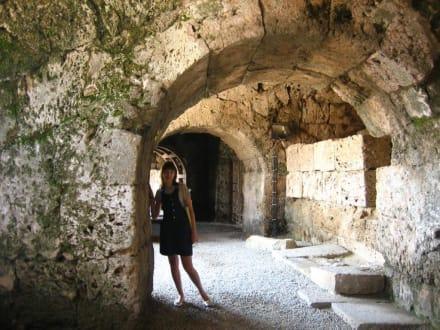 Höhle/Grotte - Ruinen Side