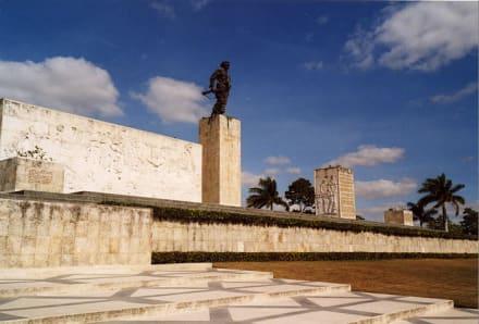 Ausflug - Mausoleum und Gedenkstätte Che Guevara