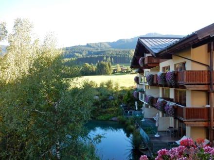 Von unserem Zimmerbalkon auf den Teich - Hotel Krallerhof