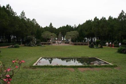 Garten im Tempel - Parfümfluss Huong Giang