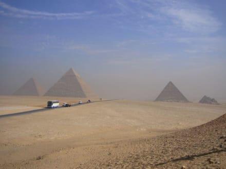 Kurzer Fotostop - Pyramiden von Gizeh