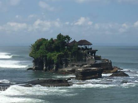 Tempelanlage im Meer - Tempel Tanah Lot