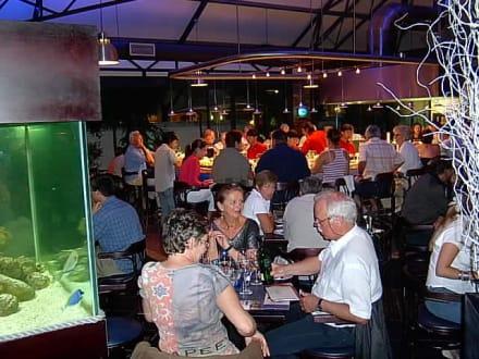Volles Haus - Cape Town Fish Market