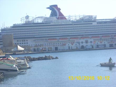 Kreuzfahrer im Hafen von Rhodos-Stadt - Hafen Rhodos