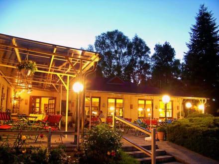 Restaurant mit Aussenterrasse in der Abenddämmerung - Hotel ...
