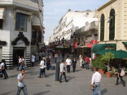 Reges Leben auf allen Straßen - Altstadt Tunis