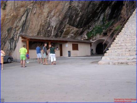 Blick auf den Eingang der Höhle - Höhlen von Arta/Cuevas de Artá