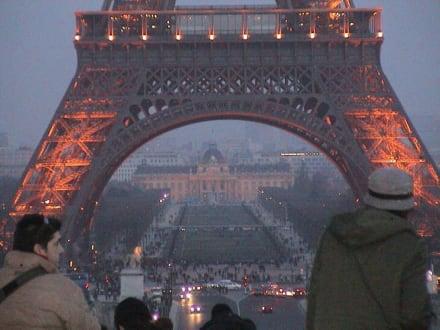 Riesiges Bauwerk - Eiffelturm