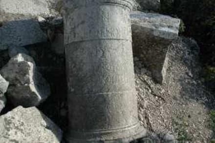 Säulenfragment mit grieschicher  Inschrift - Termessos