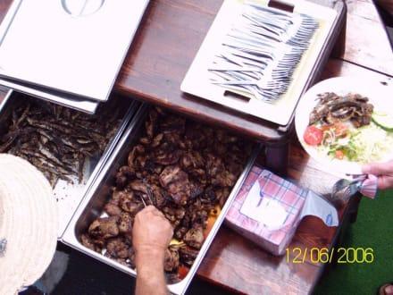 Essen auf dem Piratenschiff - Piratenschifffahrt Hammamet-Yasmine