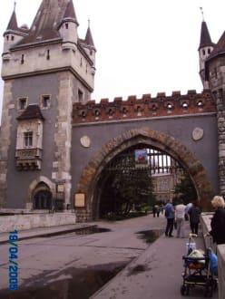 Eingangsportal - Burganlage Vajda-Hunyad