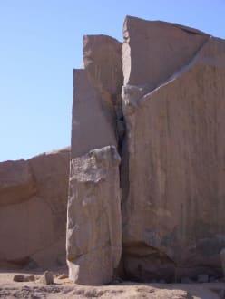 Reste bearbeiteter Flächen - Steinbruch - Unvollendeter Obelisk