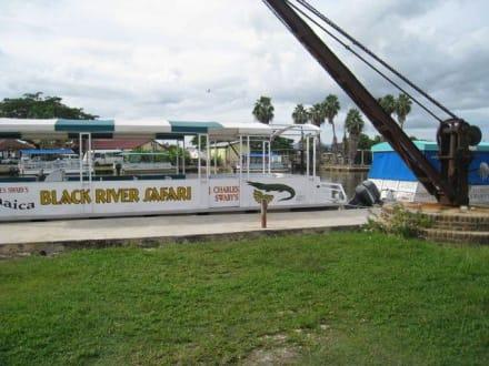 Eines der Boote - Bootstour Black River