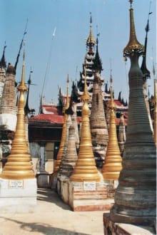 Renovierte Stupas - Tempel von Indein