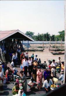 Personenfähre - Markt in Dala