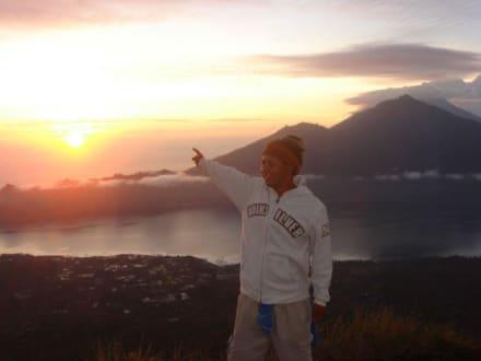 Sonnenaufgang über dem Batur-See - Batur Vulkan