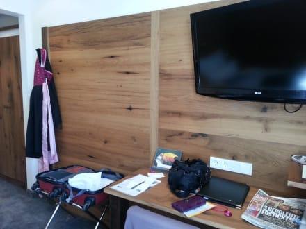 sch ne holzvert felung des zimmers bild eden hotel wolff in m nchen bayern deutschland. Black Bedroom Furniture Sets. Home Design Ideas