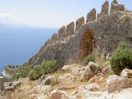 Festung oberhalb des Hafens - Hafen Alanya