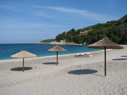 Traumstrand mit 3 Sonnenschirmen - Strand Aghios Ioannis
