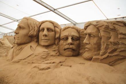 sandskulpturen festival welt der wunder bild sandskulpturen festival in binz auf r gen. Black Bedroom Furniture Sets. Home Design Ideas