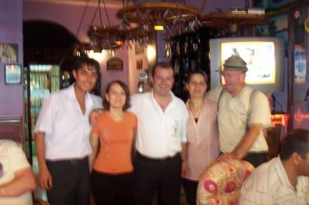 Das komlette Team - Delphin Bar