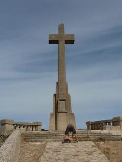Das beeidruckende Steinkreuz - Puig de San Salvador