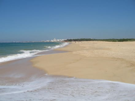 Der Vale do Lobo Strand östlich von Quarteira - Strand Vale do Lobo