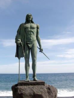 Guanchen Statuen. Acaimo - Statuen der Guanchenkönige