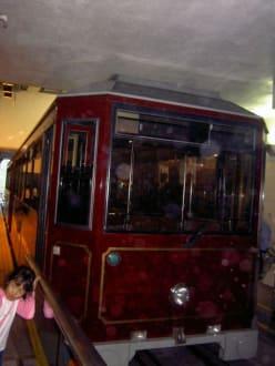 Tram hoch zum Victoria Peak - Victoria Peak