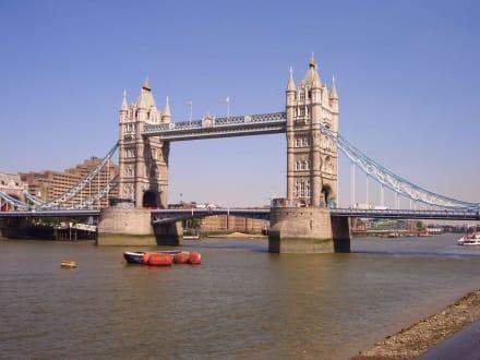 Tower Bridge bei klarem Himmel - Tower Bridge