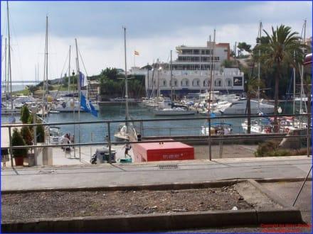 Blick auf den Hafen - Yachthafen Porto Cristo