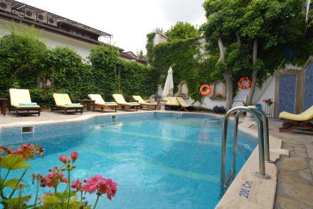 Pool -
