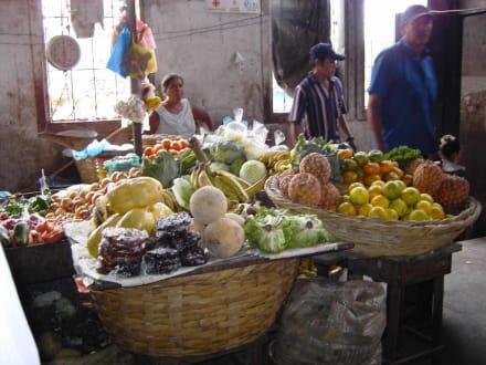 Markttag in Granada - Markt