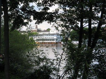 Blick auf Jugendherberge Darmstadt - Woog Badesee
