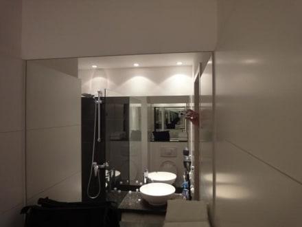 badezimmer bild motel one hamburg alster in hamburg hamburg deutschland. Black Bedroom Furniture Sets. Home Design Ideas
