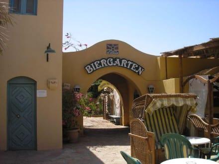 Eingang des Biergartens - Biergarten (geschlossen)