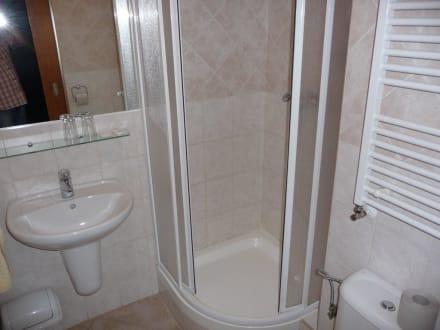 kleines bad mit dusche bild hotel montana in spindleruv
