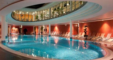 wellnessbereich mit pool und saunalandschaft bild hotel centrovital in berlin spandau. Black Bedroom Furniture Sets. Home Design Ideas