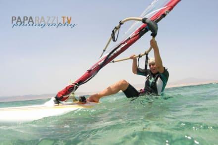 Wasserstart auf Tubya Island - Windsurfschule Vasco Renna